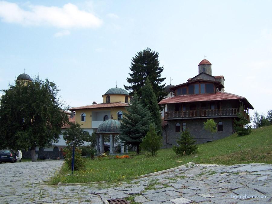 Монастырь недалеко от города Сапарёва-Баня