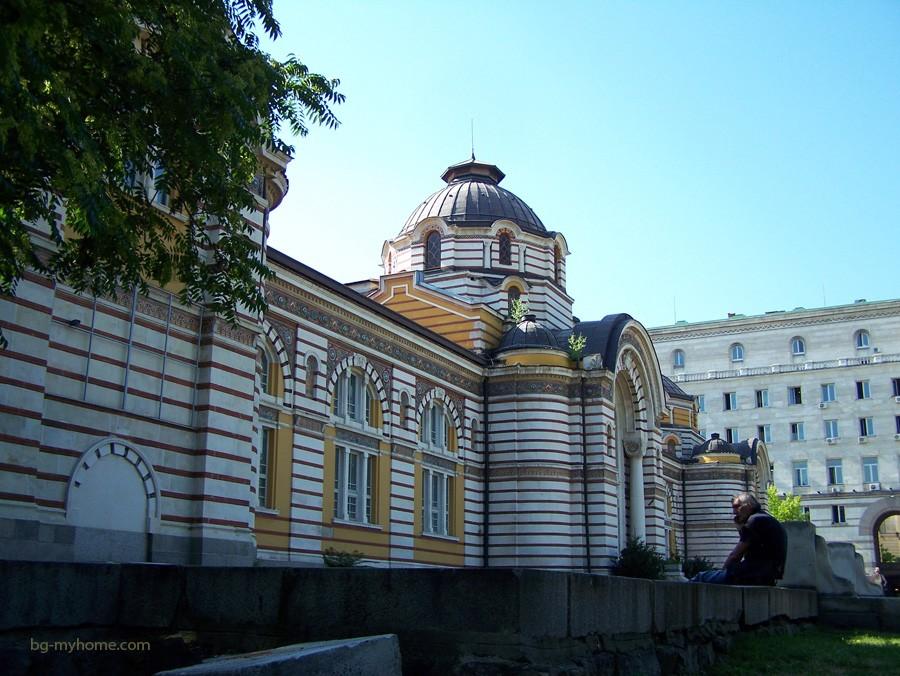 Фото фасада турецких бань в Софии
